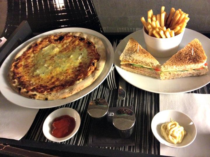 TonRabbit_OneNightInParis_Dinner